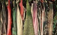Mercadillo de segunda mano de ropa y libros